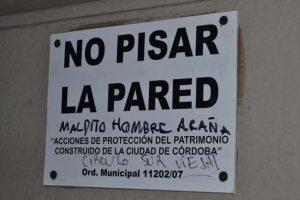 CARTELES DIVERTIDOS - NO PISAR PARED